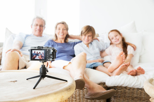 Family taking picture of themselves on sofaの写真素材 [FYI02154249]