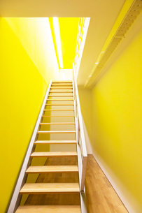 Stairway leading to bright roomの写真素材 [FYI02155092]
