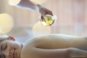 Woman receiving massage at spaの写真素材 [FYI02155215]