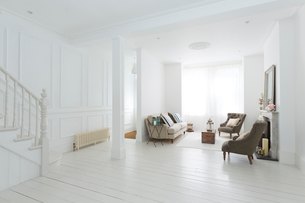 Furniture in white living roomの写真素材 [FYI02155273]