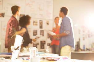 Business people talking in meetingの写真素材 [FYI02155385]