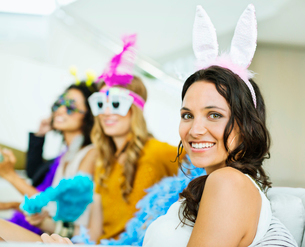 Woman wearing bunny ears at partyの写真素材 [FYI02155697]