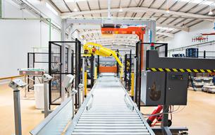 Conveyor belt in factoryの写真素材 [FYI02155827]