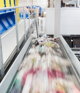 Blurred view of conveyor belt in factoryの写真素材 [FYI02155838]