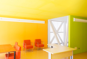 Tables and chairs in bright officeの写真素材 [FYI02155866]