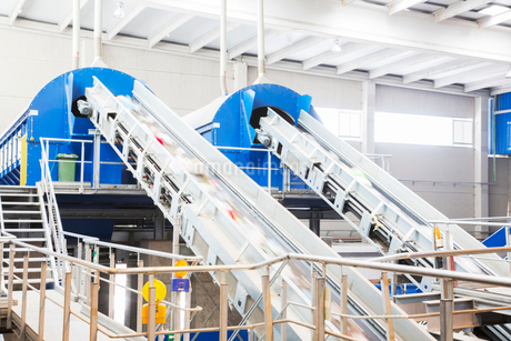 Conveyor belts in recycling centerの写真素材 [FYI02155950]