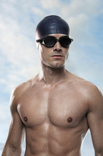Swimmer wearing cap and gogglesの写真素材 [FYI02156391]