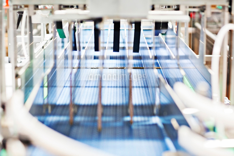 Conveyor belt in factoryの写真素材 [FYI02156519]