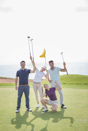 Playful friends on golf courseの写真素材 [FYI02156595]