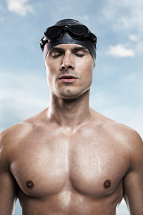 Swimmer wearing cap and gogglesの写真素材 [FYI02156626]