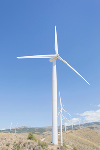 Wind turbines spinning in rural landscapeの写真素材 [FYI02156678]