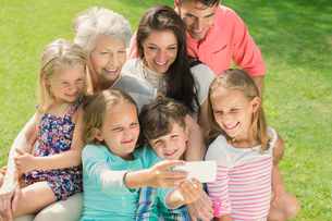Family taking picture together with cell phoneの写真素材 [FYI02156692]