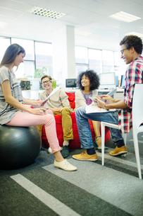Business people talking in meetingの写真素材 [FYI02156772]