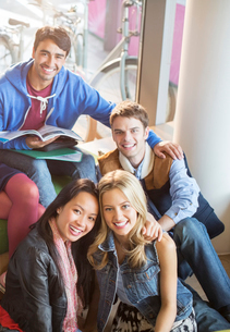 University students smiling in loungeの写真素材 [FYI02157272]
