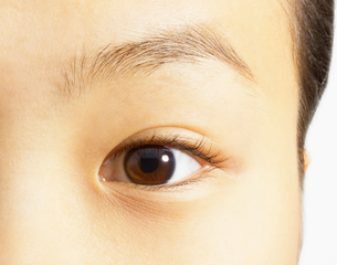 Extreme close up of brown eyeの写真素材 [FYI02157483]