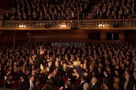 Spotlight on angry audience members in theaterの写真素材 [FYI02157527]