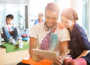 University students using digital tablet in loungeの写真素材 [FYI02157597]