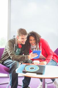 University students using digital tablet in loungeの写真素材 [FYI02157798]