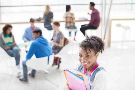 University student smiling in loungeの写真素材 [FYI02157946]