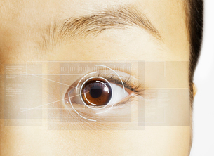 Extreme close up of retina scan over brown eyeの写真素材 [FYI02158458]