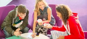 University students talking in loungeの写真素材 [FYI02158609]