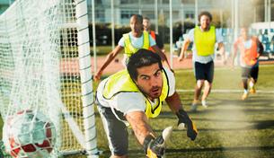 Goalie training on soccer fieldの写真素材 [FYI02158816]