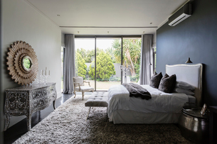 Elegant luxury bedroomの写真素材 [FYI02158856]