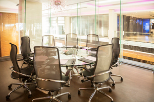 Empty conference room in officeの写真素材 [FYI02158960]