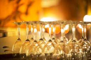 Close up of wine glasses in restaurantの写真素材 [FYI02159281]