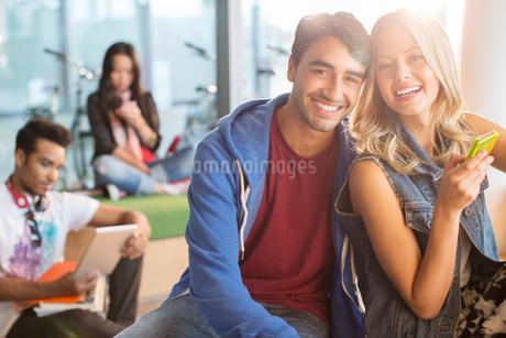 University students smiling in loungeの写真素材 [FYI02159295]