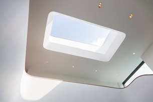 Skylight and recessed lights of modern houseの写真素材 [FYI02159556]