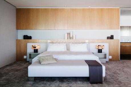 Modern bedroomの写真素材 [FYI02159558]