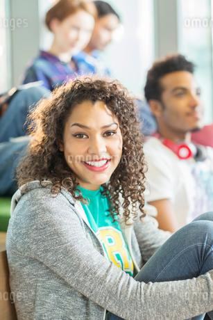 University student smiling in loungeの写真素材 [FYI02159672]