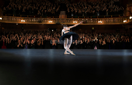 Ballerina  bowing on stage in theaterの写真素材 [FYI02159877]