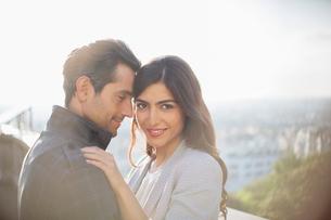 Couple hugging outdoorsの写真素材 [FYI02159914]