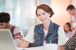 University student smiling in classroomの写真素材 [FYI02159929]