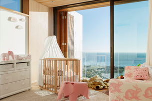 Luxury girl's bedroom with ocean viewの写真素材 [FYI02160589]