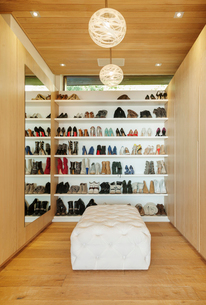 Modern walk-in closet with shoes on shelvesの写真素材 [FYI02161890]