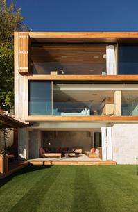 Luxury modern houseの写真素材 [FYI02162056]