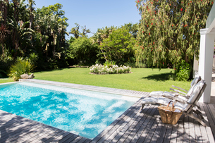 Lawn chairs overlooking backyard and swimming poolの写真素材 [FYI02162324]