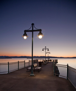 Tranquil pier at sunsetの写真素材 [FYI02162822]