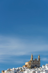 Parish of our Lady of the Incarnation on hilltop under blue sky, Olvera, Andaluc'a, Spainの写真素材 [FYI02162889]