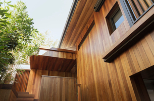 Detail of wood siding on houseの写真素材 [FYI02162957]