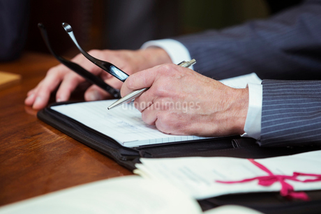 Close up of lawyers hands in courtroomの写真素材 [FYI02163020]