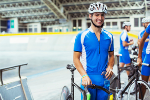Portrait of track cyclist in velodromeの写真素材 [FYI02163058]