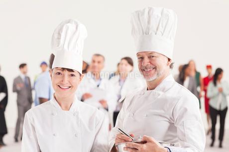 Portrait of confident chefsの写真素材 [FYI02163455]