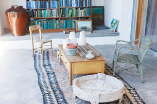 Coffee table and chairs in rustic studyの写真素材 [FYI02163472]
