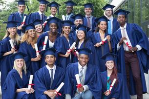 Portrait of university students in graduation gowns outdoorsの写真素材 [FYI02164224]