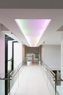 Empty corridor in modern building with colored lighting aboveの写真素材 [FYI02164249]