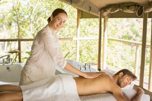 Woman having massage in spaの写真素材 [FYI02164445]